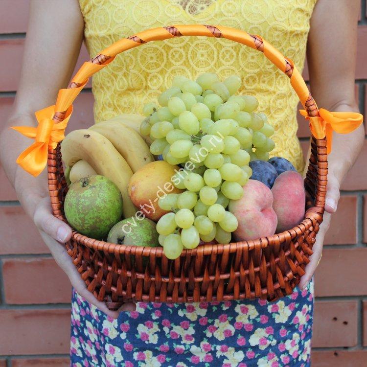 26a59d6d41e77 Корзина с фруктами «Витаминный коктейль» заказать с доставкой в ...